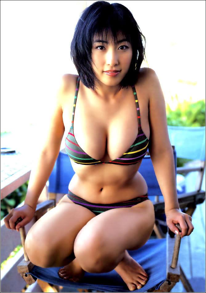 【ビキニエロ画像】下着と大差ないとされている女の子の水着がこちらwww 21
