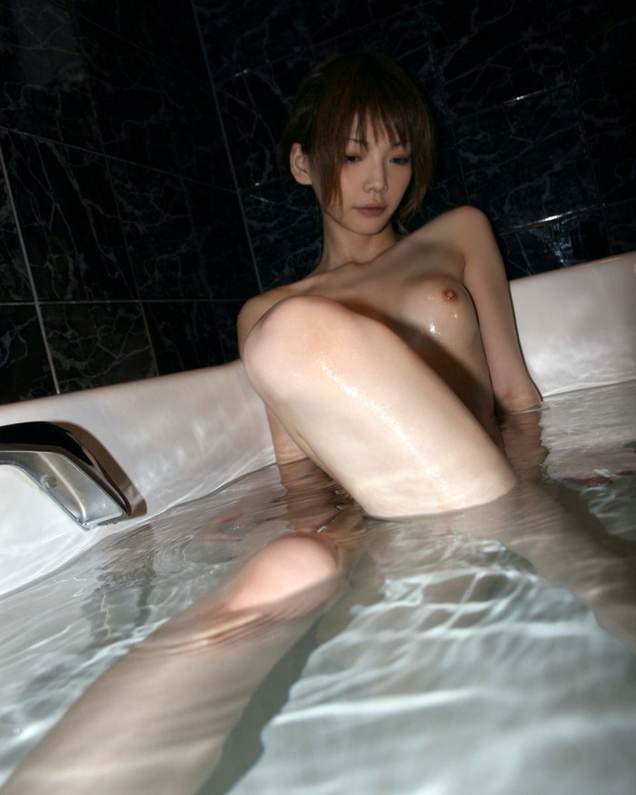 【入浴エロ画像】お風呂でくつろぐ女の子、一度くらいは覗いてみたいと思うのは男の性!? 05
