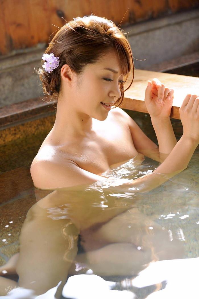 【入浴エロ画像】お風呂でくつろぐ女の子、一度くらいは覗いてみたいと思うのは男の性!? 10