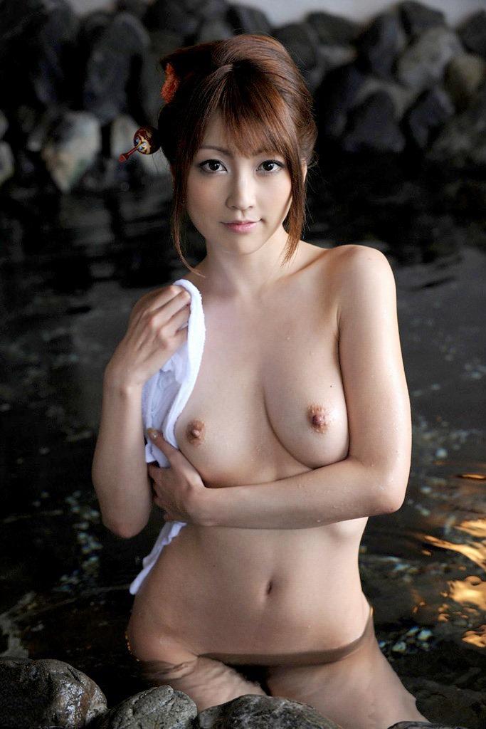 【入浴エロ画像】お風呂でくつろぐ女の子、一度くらいは覗いてみたいと思うのは男の性!? 15